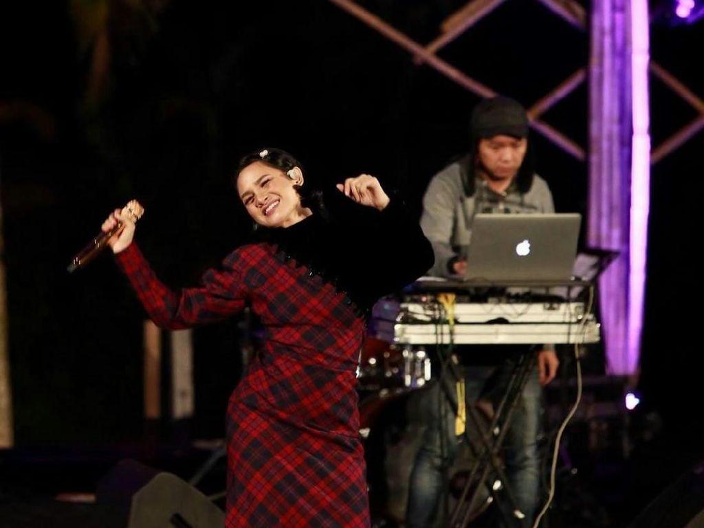 Teringat Album Perdana, Andien Rilis Lagu Rapuh Jendela Waktu