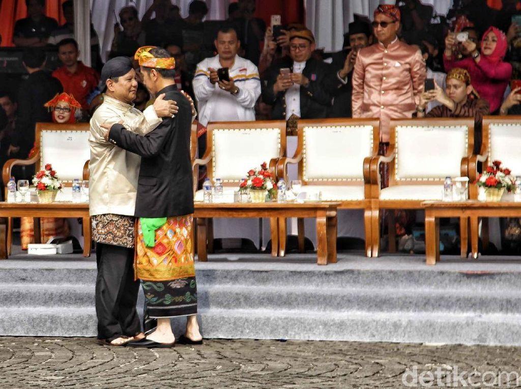 Melihat Lagi Momen Hangat Jokowi dan Prabowo di Kampanye Damai