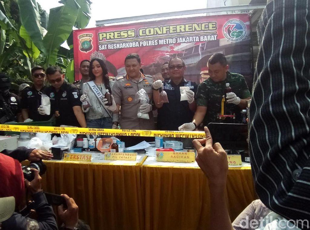 Polisi Gerebek Pabrik Produksi Ribuan Pil Ekstasi di Cibinong
