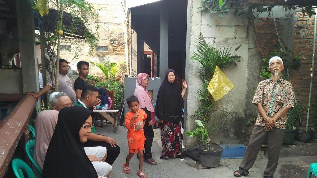Pelayat Datangi Rumah Suporter Persija yang Dikeroyok Oknum Bobotoh