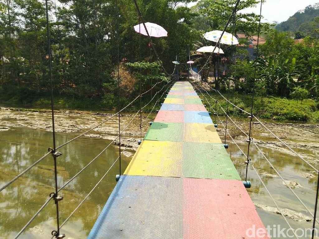 Foto: Ada Jembatan Gantung Swiss di Ciamis
