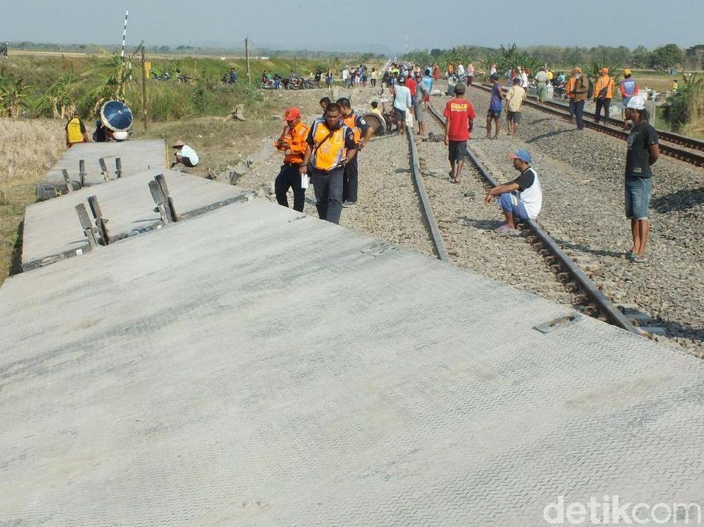 KA Barang Tergelincir di Grobogan, 8 Gerbong Terjungkal