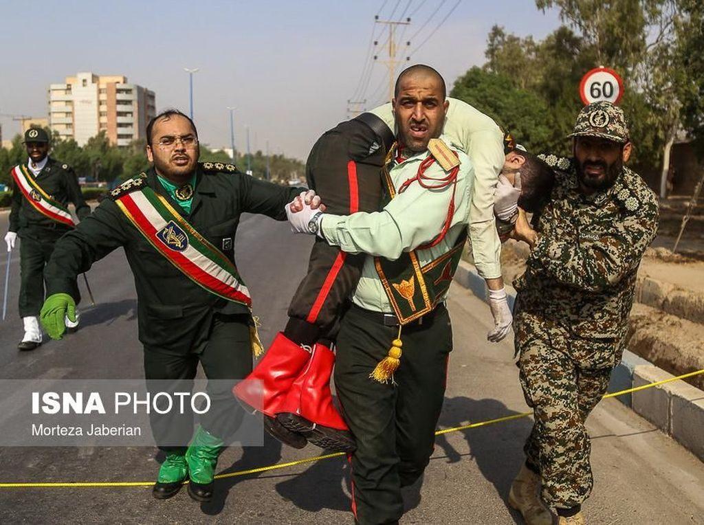 29 Orang Tewas Akibat Serangan di Parade Militer Iran