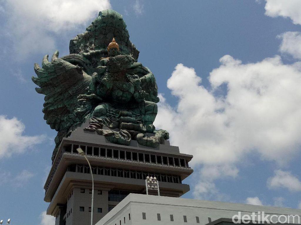 Masuk ke Dalam Patung Garuda Wisnu Kencana, Keren Banget!