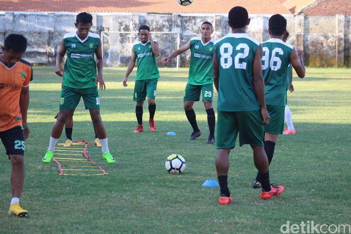 Persebaya dijadwalkan bertanding di markas Arema FC di Stadion Kanjuruhan, Malang, (30/9). Duel kedua tim selalu panas.
