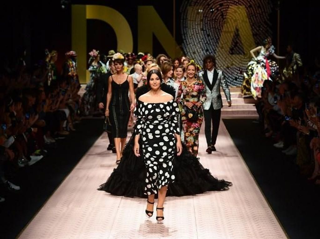 Aksi Monica Bellucci sampai Jessica Jung Jadi Model di Milan Fashion Week