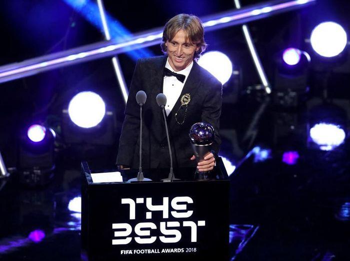 Luka Modric jadi pemain terbaik dunia FIFA 2018 (Dan Istitene/Getty Images)