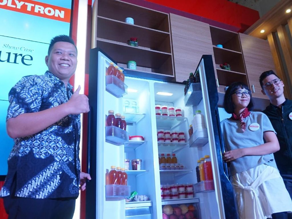 Polytron Launching Kulkas Hemat Energi untuk Milenial