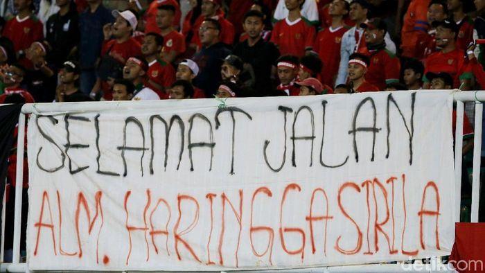 Suporter Persija Haringga Sirila meregang nyawa di Stadion Gelora Bandung Lautan Api. (Foto: Grandyos Zafna)