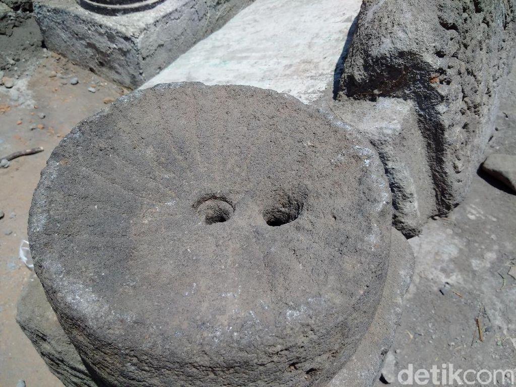 Batuan Candi di Kalasan Banyak Tersebar di Pekarangan Warga