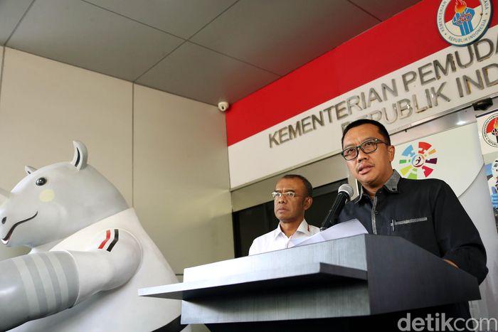 Imam Nahrawi memutuskan menghentikan kompetisi Liga Indonesia selama dua minggu.