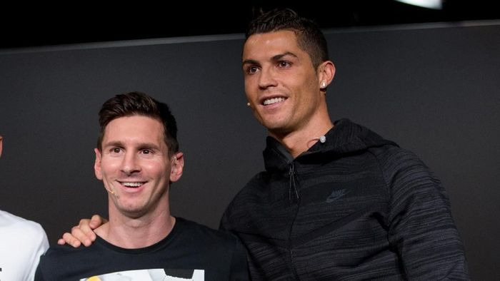 ZURICH, SWITZERLAND - JANUARY 11: FIFA Ballon dOr nominees Neymar Jr of Brazil and FC Barcelona (L), Lionel Messi of Argentina and FC Barcelona (C) and Cristiano Ronaldo of Portugal and Real Madrid (R) attend a press conference prior to the FIFA Ballon dOr Gala 2015 at the Kongresshaus on January 11, 2016 in Zurich, Switzerland. (Photo by Philipp Schmidli/Getty Images)