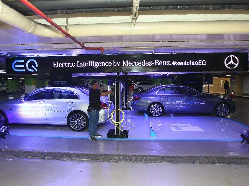 Mobil Listrik Mercedes-Benz Bisa Dicas di Mal