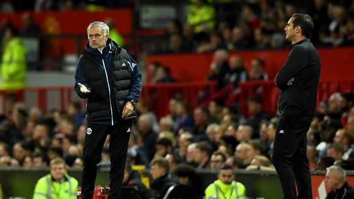MANCHESTER, ENGLAND - SEPTEMBER 25:  Jose Mourinho, Manager of Manchester United gives his team instructions during the Carabao Cup Third Round match between Manchester United and Derby County at Old Trafford on September 25, 2018 in Manchester, England.  (Photo by Gareth Copley/Getty Images)