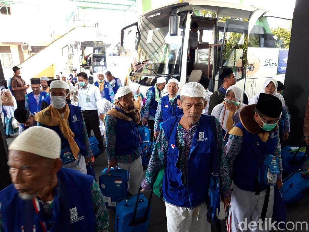 Kloter Terakhir Jemaah Haji Debarkasi Solo Tiba di Tanah Air