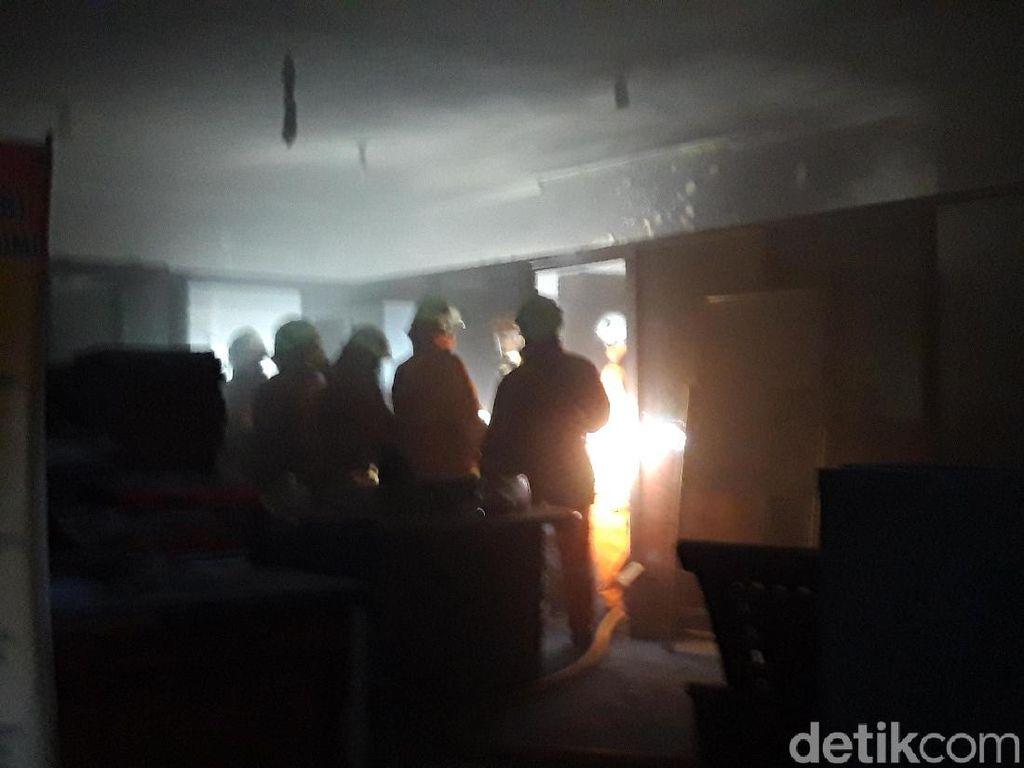Diduga Korsleting, Kebakaran Hanguskan Ruang Struktural Unitomo