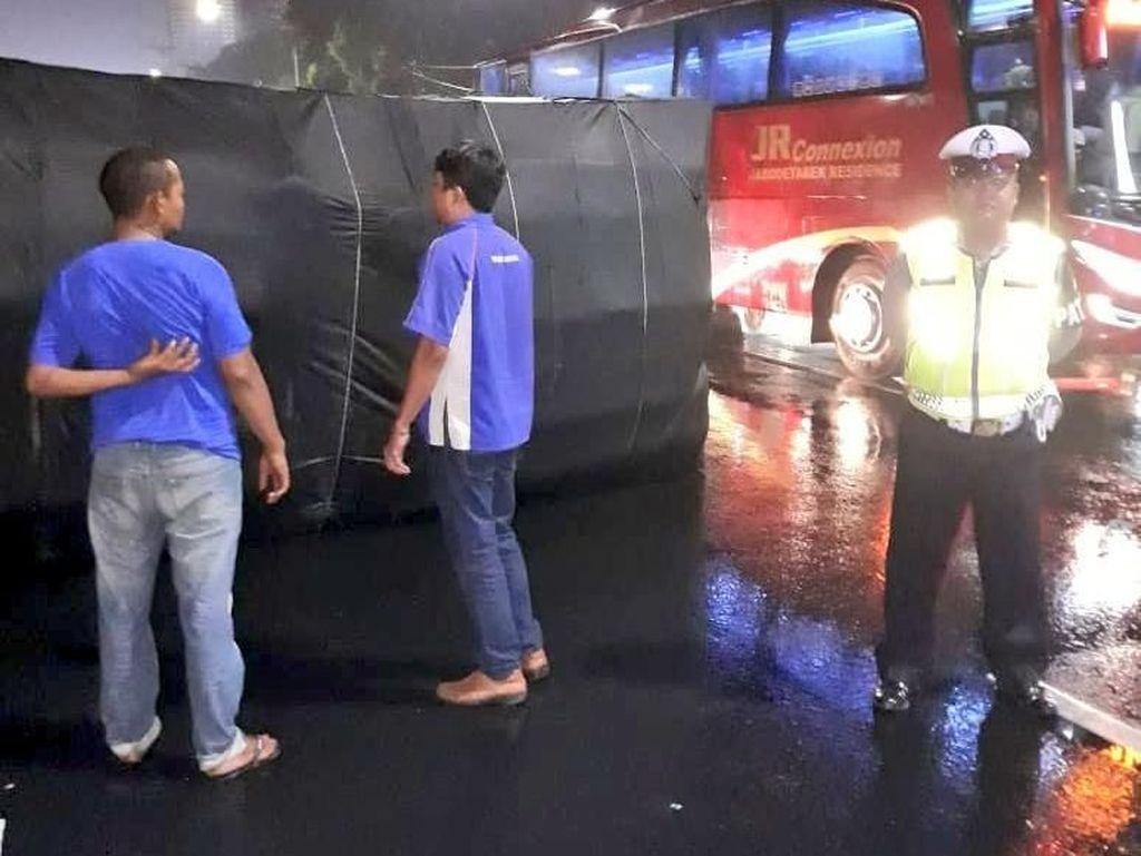 Kecelakaan Truk di Jalan Gatot Subroto, Lalin Tersendat