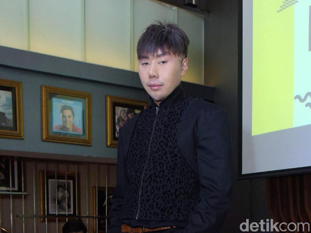 Joget Sambil Kenakan Wig Pirang, Roy Kiyoshi Diolok-olok Netizen