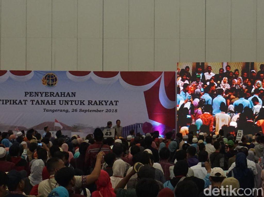 Jokowi Bagikan 10 Ribu Sertifikat Tanah ke Warga Tangerang