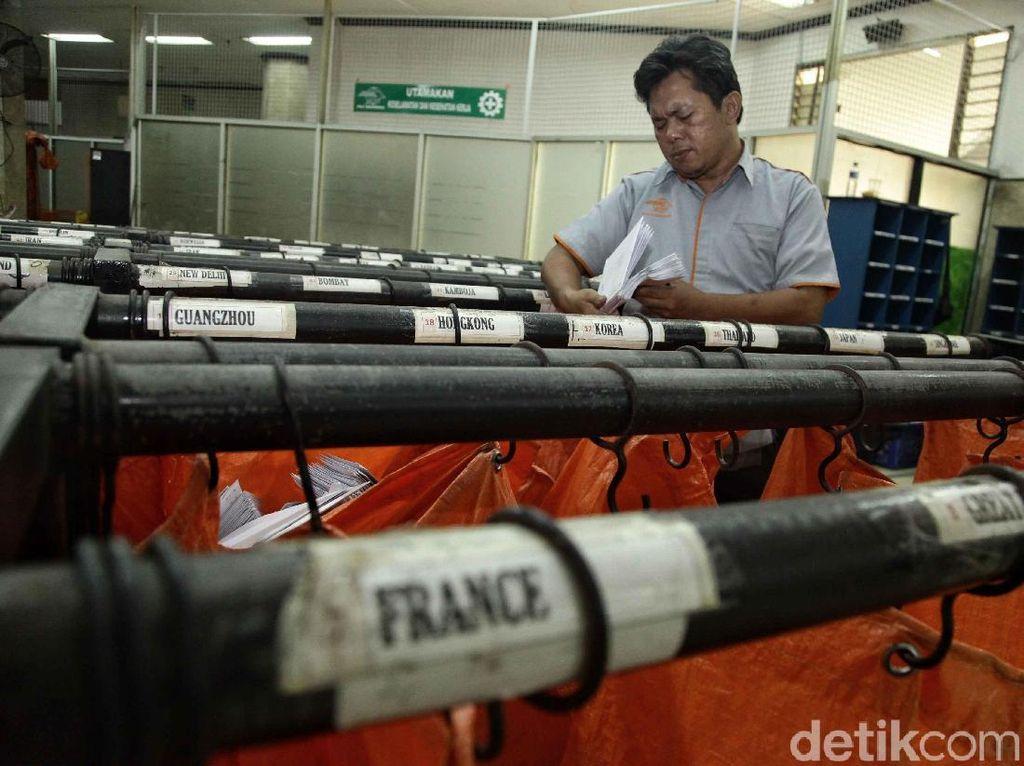 Cerita Pilu Pak Pos: Banyak Cicilan Utang hingga Gaji Ditunda