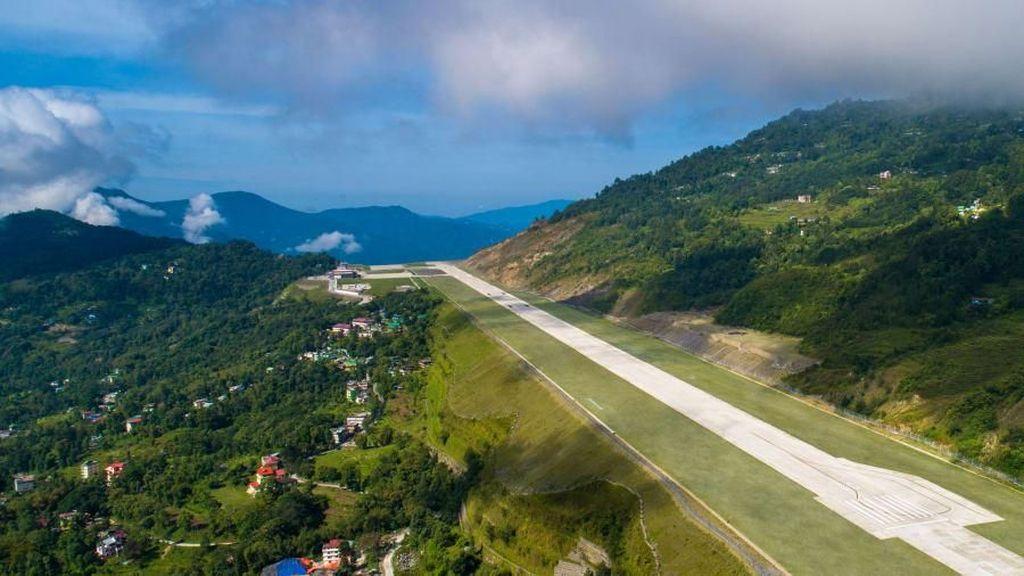Foto: Bandara di Atap Dunia