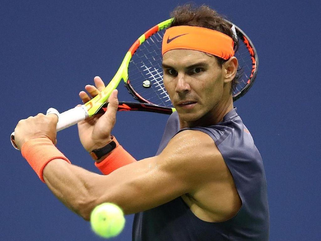 Ketika Rafael Nadal Bantu-Bantu Warga Bersihkan Lumpur Banjir Mallorca