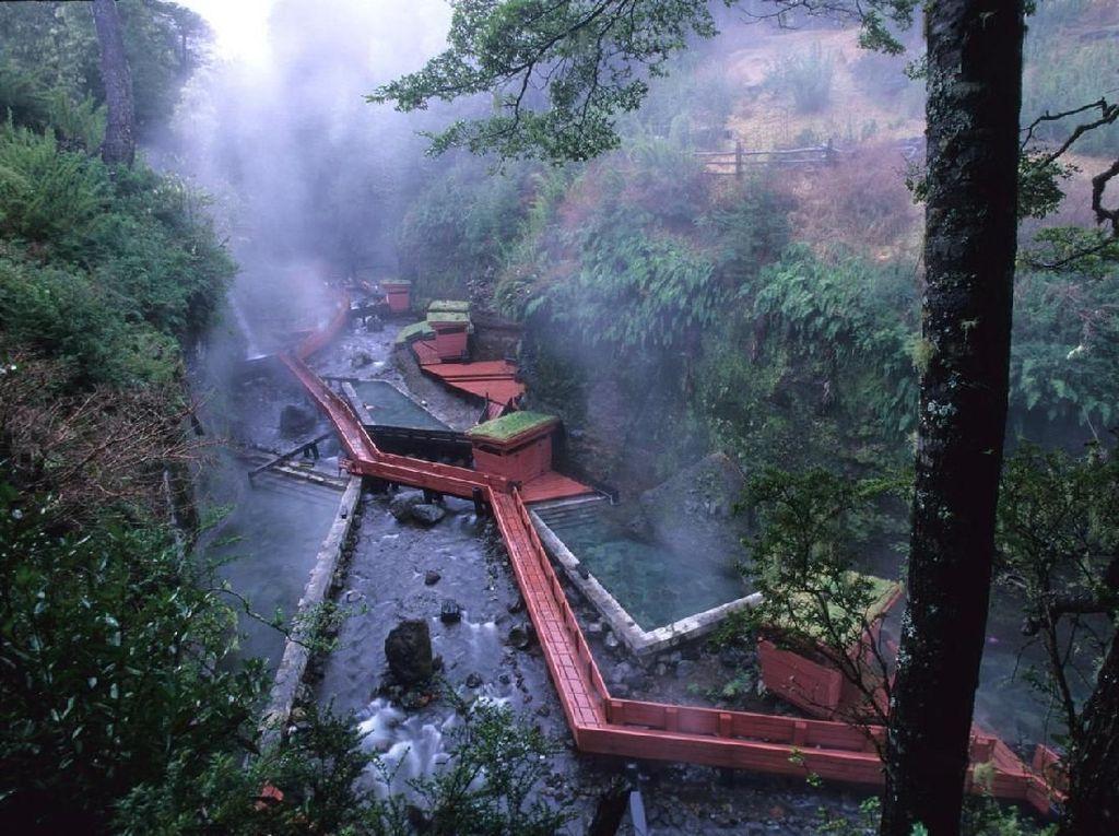 Foto: Pemandian Air Panas Bak Negeri Dongeng
