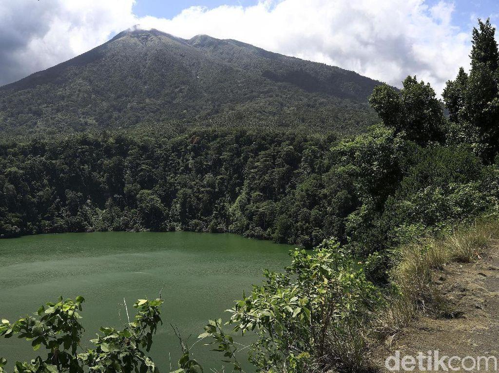 Gunung Gamalama Erupsi