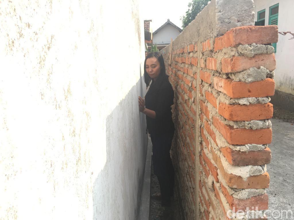 Rumah Diblokade Tetangga, Khotijah Tolak Mediasi