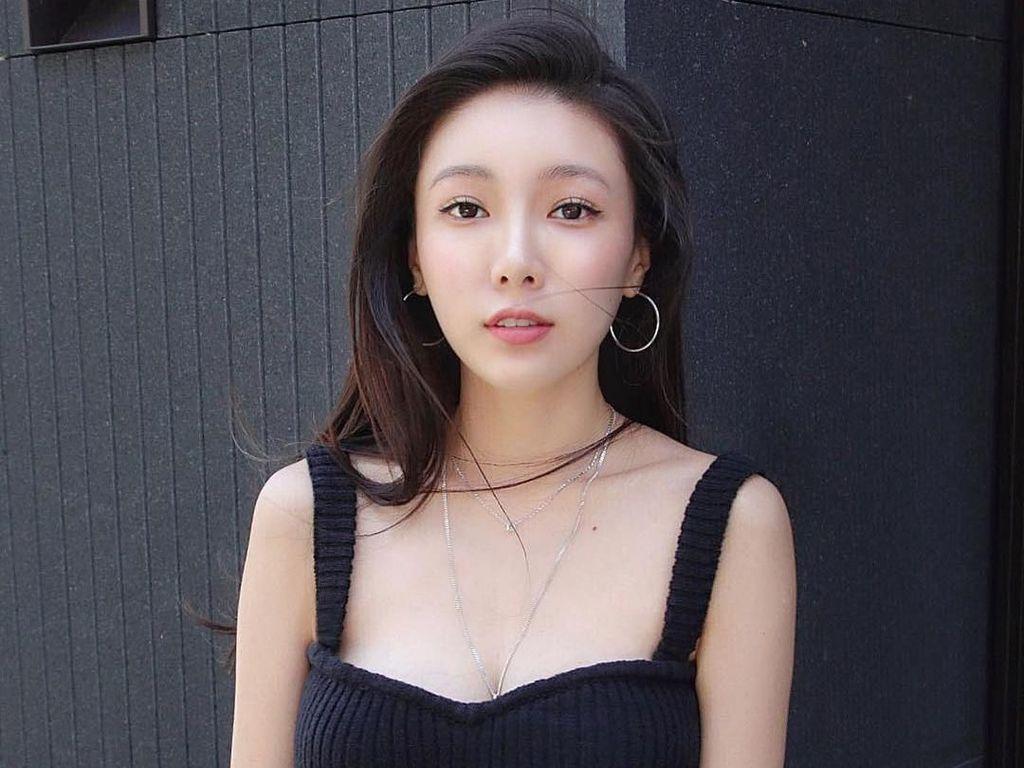 Potret Debbie, Bos Online Shop Cantik yang Senyumnya Bikin Meleleh