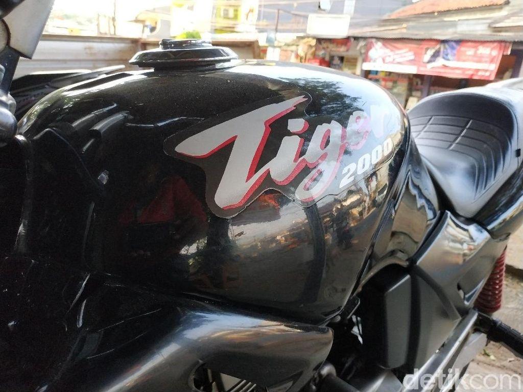 Pesona Honda Tiger 2000 yang Tak Pernah Padam
