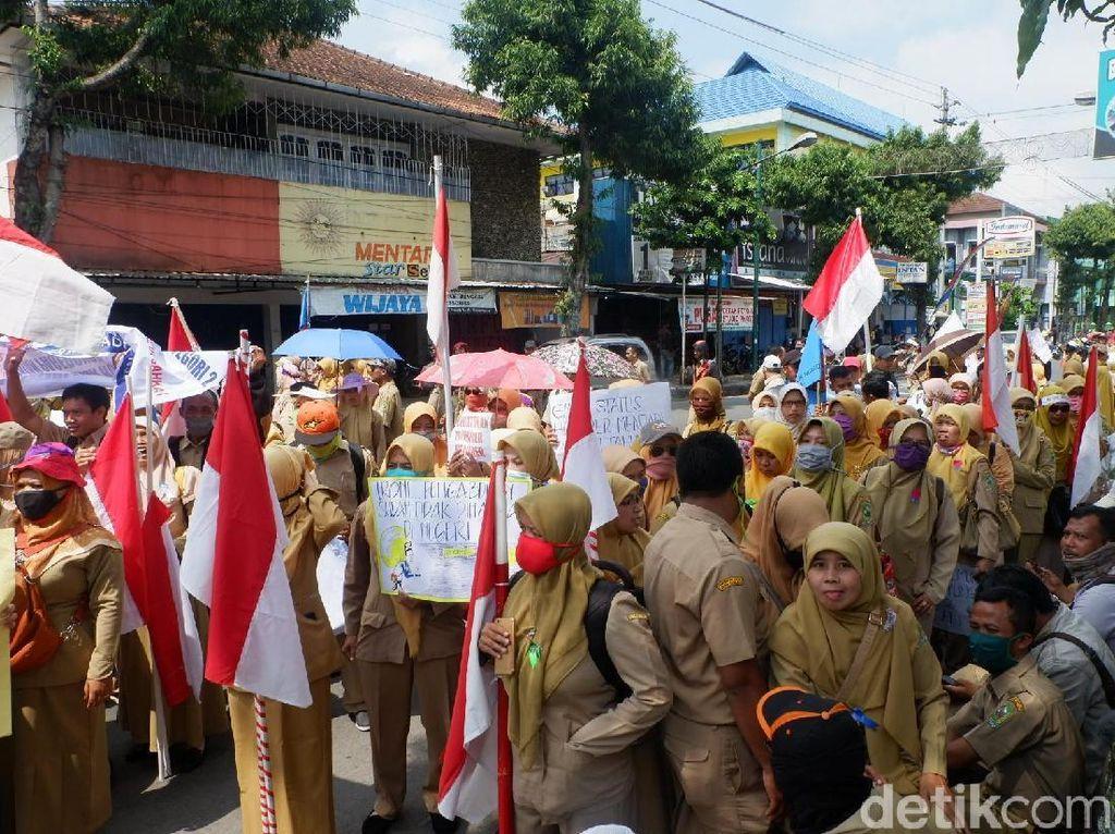 Nasib Guru Honorer di Tangan Jokowi