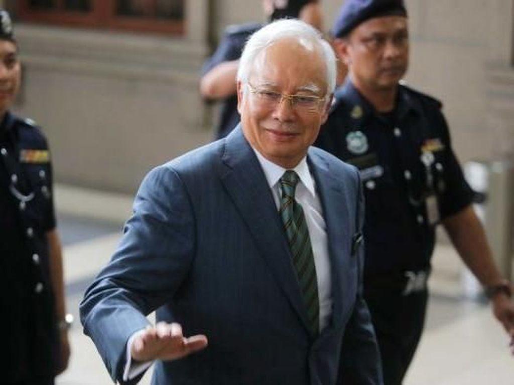 Wakil Tuhan Sudah Memutuskan, Najib Razak Melawan