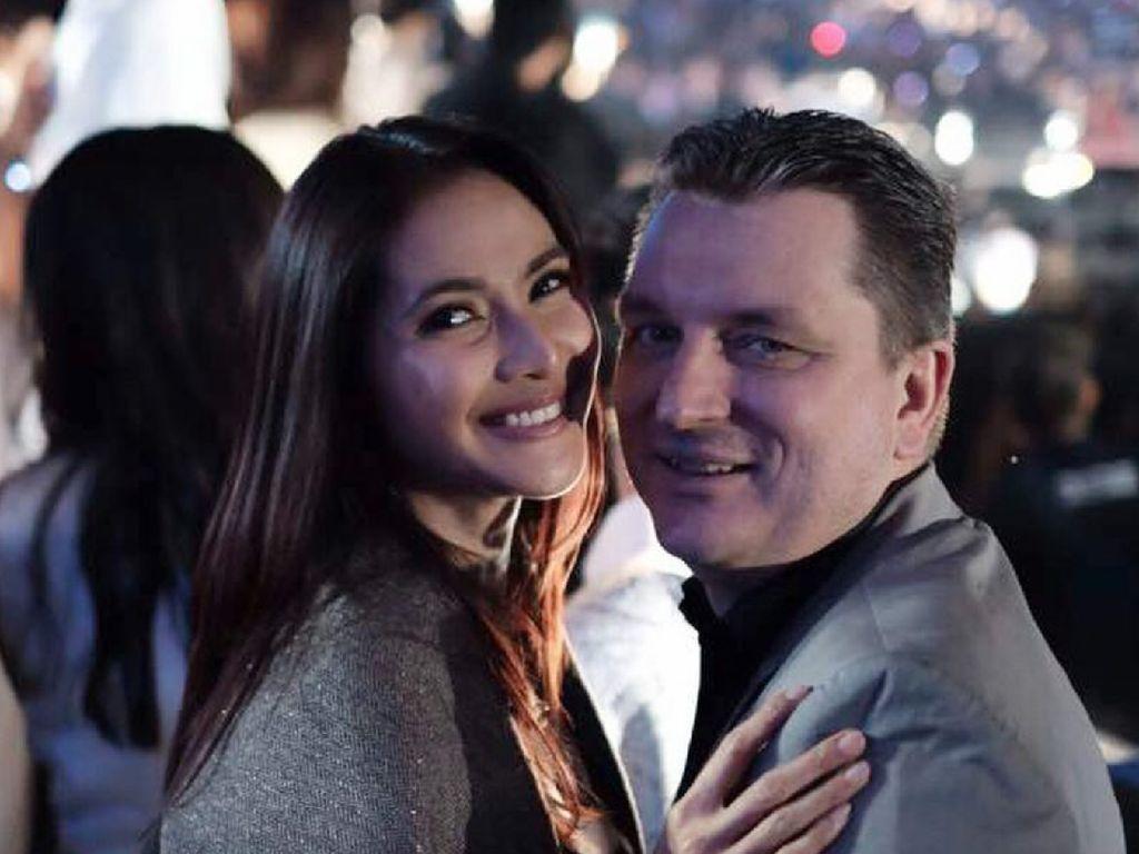 Menikah 17 Tahun, Kemesraan Maudy Koesnaedi dan Erik Meijer Awet