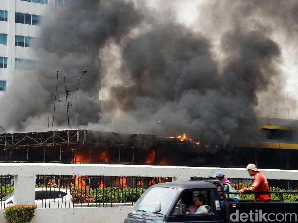 Hangus, Ini Penampakan Gerbang Tol Depan BPK yang Terbakar