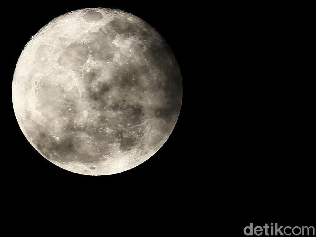 Rayakan Peluncuran SpaceX, Apa Kabar Bendera AS di Bulan?