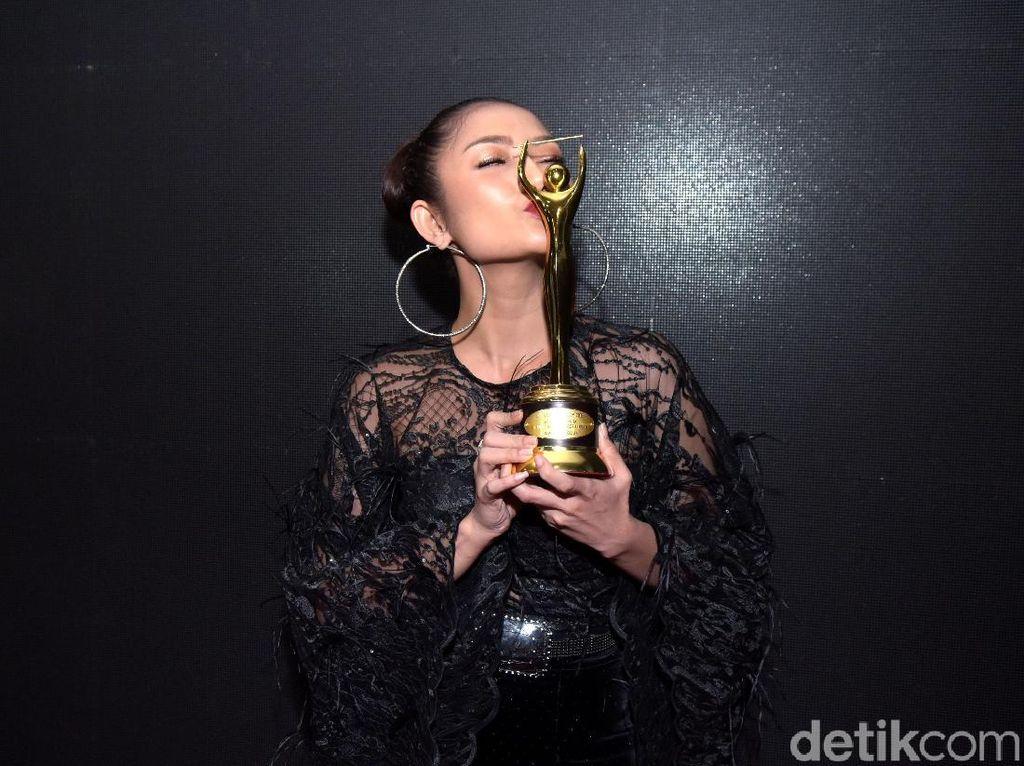Lagi Syantik Sukses, Siti Badriah di Atas Level Ayu Ting Ting?