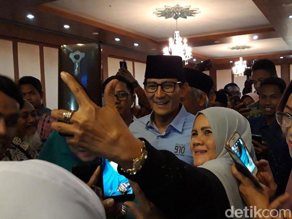 Datang ke PW Muhammadiyah, Sandi Jadi Sasaran Selfie Emak-emak