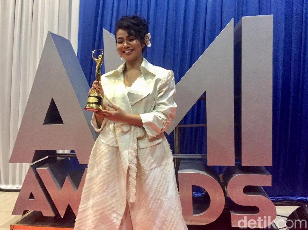Yura Yunita Tak Menyangka Menang AMI Awards 2 Tahun Berturut-turut