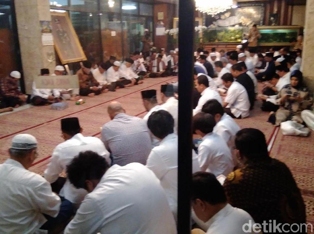 Keluarga Cendana Gelar Yasinan 11 Tahun Wafatnya Soeharto