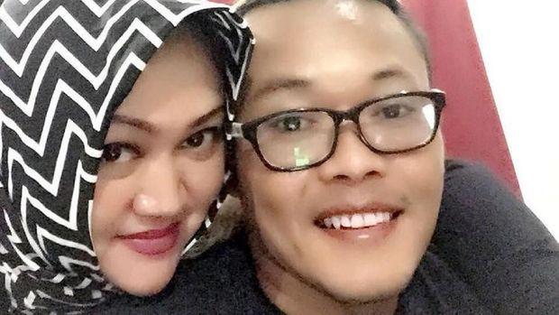 Sule dan mantan istrinya, Lina