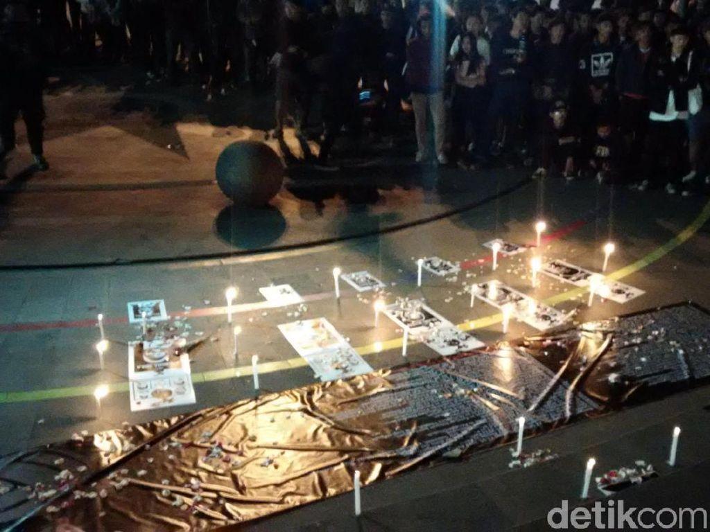 Aksi Lilin di Bandung, Kelompok Suporter Suarakan Perdamaian