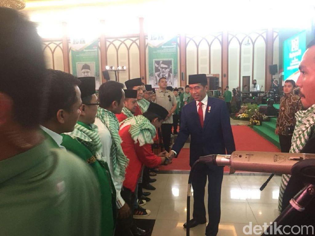 Saat Jokowi Heran atas Kostum Gatot Kaca Ketum PPP