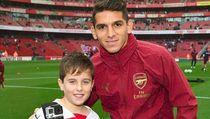 10 Potret Menggemaskan Anak-anak Pakai Jersey Arsenal