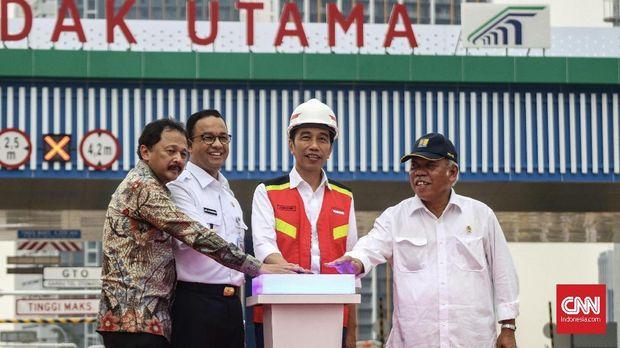 (HT) Mengintip Peluang Jokowi di Balik Jubah 'Mewah' Petahana