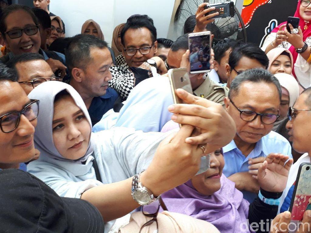 Di Surabaya Sandiaga Diserbu Emak-emak Gemas: Bang Sandi, Ya Ampun