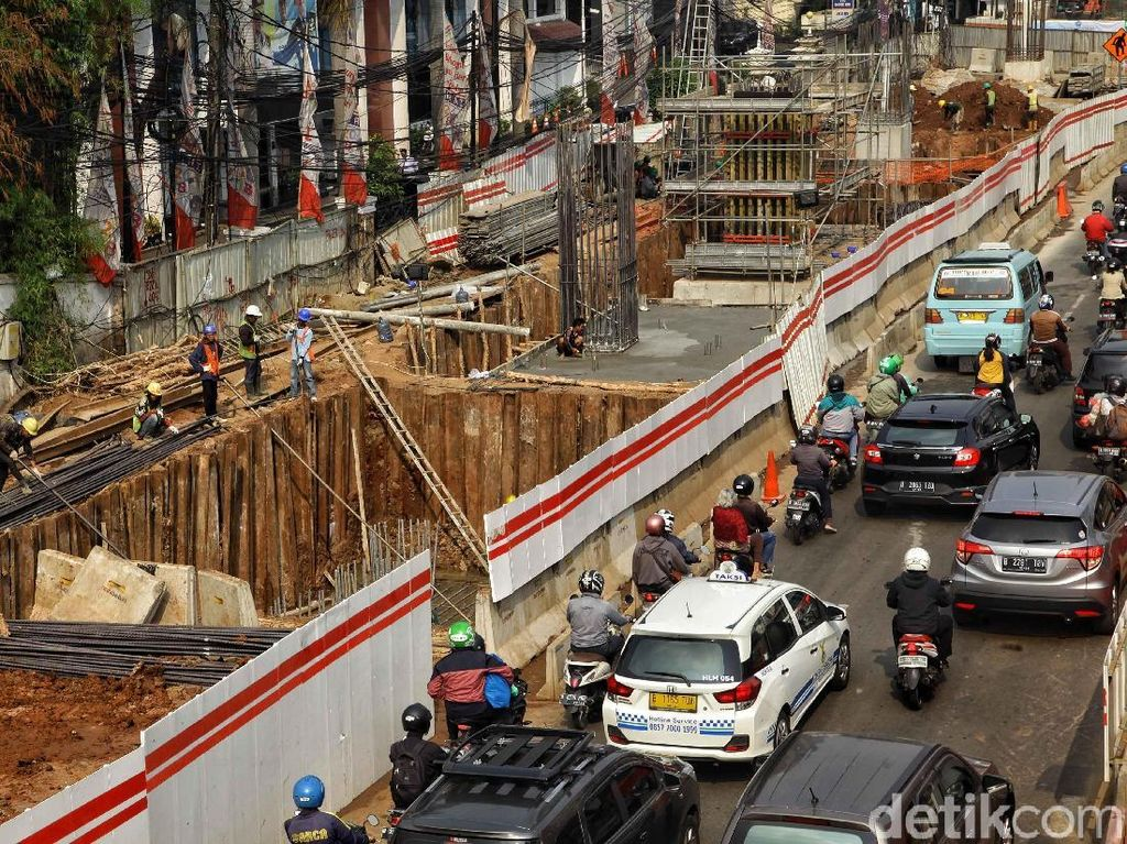 Ekonom: Ada yang Bilang Semua Infrastruktur Pakai Utang, Itu Nggak Benar!