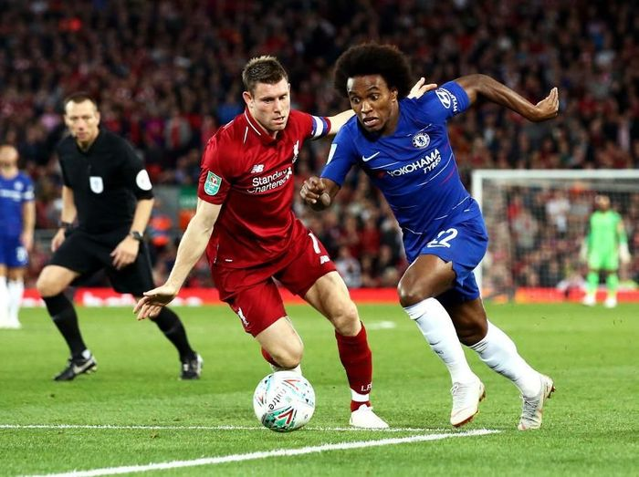 LIVERPOOL, ENGLAND - SEPTEMBER 26:  James Milner of Liverpool battles for possession with Willian of Chelsea during the Carabao Cup Third Round match between Liverpool and Chelsea at Anfield on September 26, 2018 in Liverpool, England.  (Photo by Jan Kruger/Getty Images)