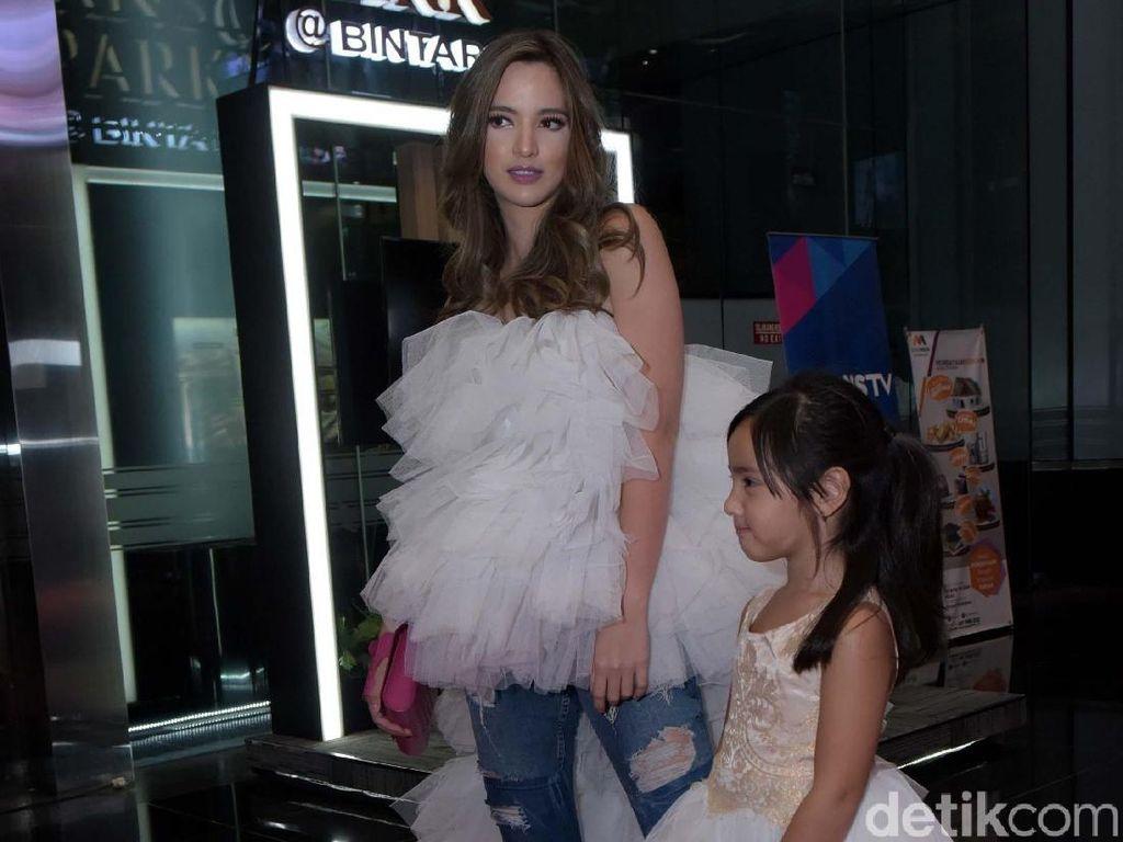 Nia Ramadhani dan Anak Juara Mom and Kids Fashionable Terfavorit