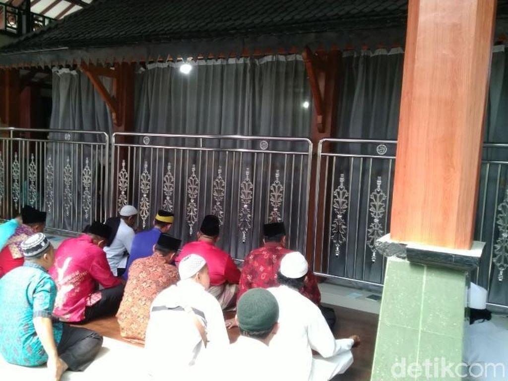Bantuan Bangsawan Malaysia untuk Perlebar Makam Leluhur Wali Songo
